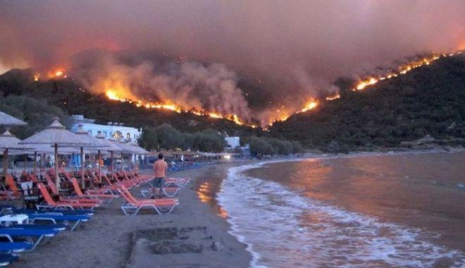 Foto: Atenționare MAE pentru românii care merg în Grecia. Există risc ridicat de incendii