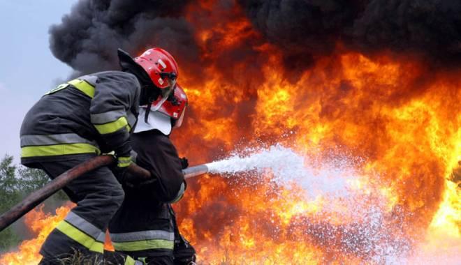 Foto: Incendiu la Constanța. CASĂ CUPRINSĂ DE FLĂCĂRI!
