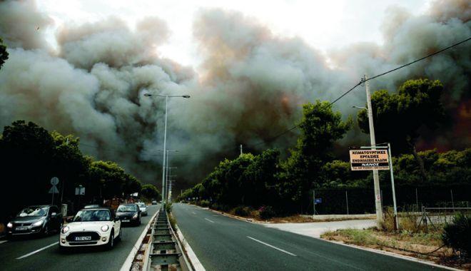 Foto: Incendii în Grecia. Șefii poliției și pompierilor, schimbați din funcție