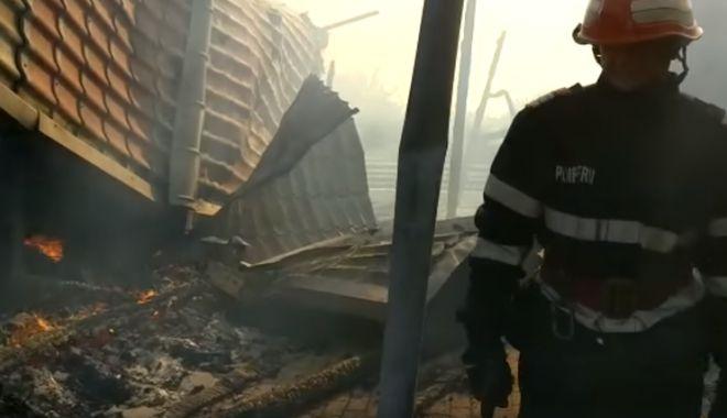 Foto: VIDEO / Incendiu la o pensiune din Tulcea. Mai mulți turiști s-au autoevacuat