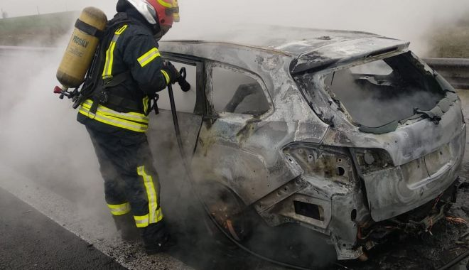 VIDEO / Alertă pe Autostrada Soarelui! ARDE O MAȘINĂ! - incendiu-1583741817.jpg