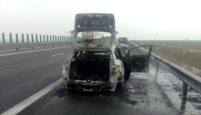 VIDEO / Alertă pe Autostrada Soarelui! ARDE O MAȘINĂ! - incendiu1-1583741830.jpg