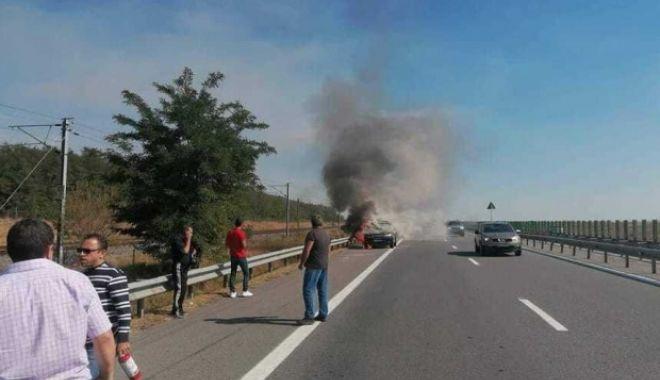 Foto: Trafic oprit pe Autostrada Soarelui. O mașină a luat foc