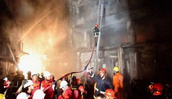 Foto: INCENDIU VIOLENT, bilanț tragic: 78 de oameni morți