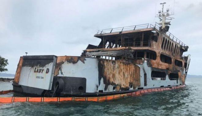 Foto: Incendiu devastator pe un mega yacht