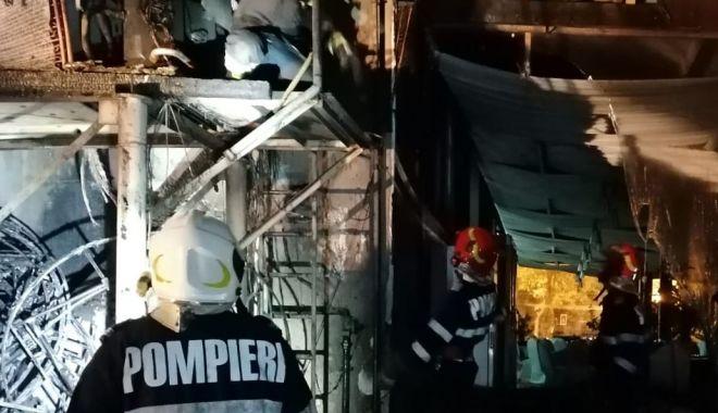 Foto: Incendiu în noapte, în Mamaia: zeci de turiști, evacuați!