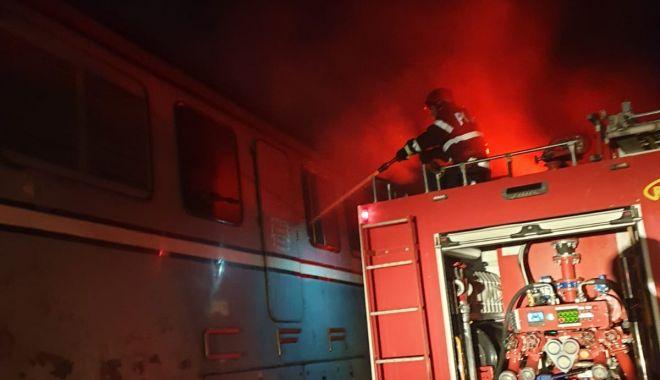 Foto: Incendiu la un tren de marfă, în toiul nopții, în zona industrială a Constanței