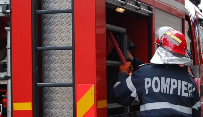 """Foto: Incendiu la Mănăstirea """"Sf. Elena de la Mare"""" Costinești. Focul a fost pus intenționat!"""