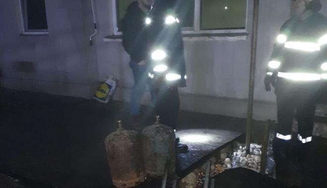 Foto: Incendiu în localitatea Techirghiol. A ars tot acoperișul unei case