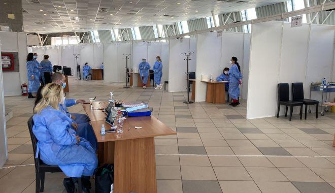 Începe vaccinarea profesorilor. Opt cabinete destinate cadrelor didactice, la Pavilionul expoziţional - incepevaccinareaprofesorilor-1614077677.jpg