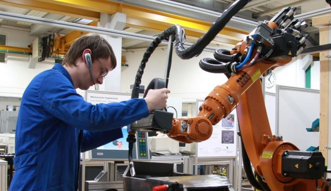 Foto: Industria își menține ritmul de creștere