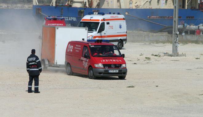 Foto: La un pas de înec, în Portul Constanța! Au intervenit pompierii