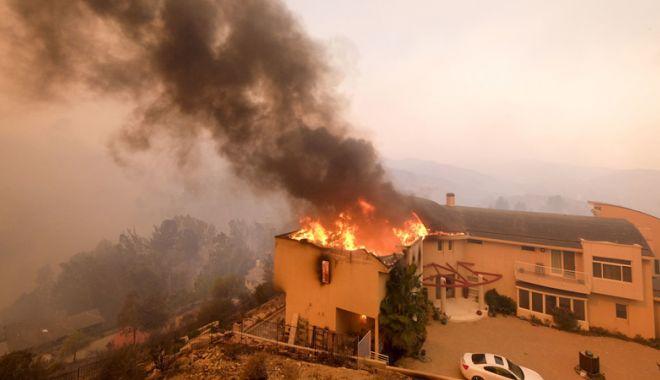 Foto: Infernul pe pământ! Lady Gaga, Kim Kardashian,  Guillermo del Toro, evacuați din Malibu