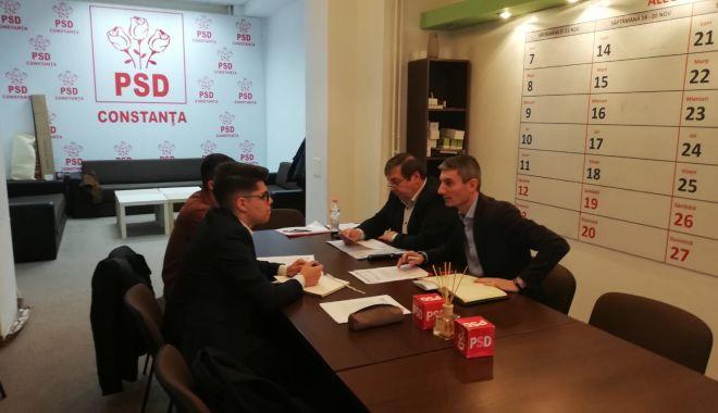 Foto: Parlamentarii George Vișan și Ștefan Mihu, discuții cu reprezentanții elevilor