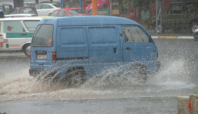 GALERIE FOTO / RUPERE DE NORI la Constanța! CANALIZĂRILE NU MAI FAC FAȚĂ - inundatie3-1494249060.jpg