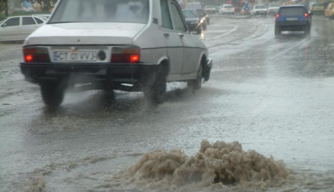 GALERIE FOTO / RUPERE DE NORI la Constanța! CANALIZĂRILE NU MAI FAC FAȚĂ - inundatiegf31-1494249070.jpg