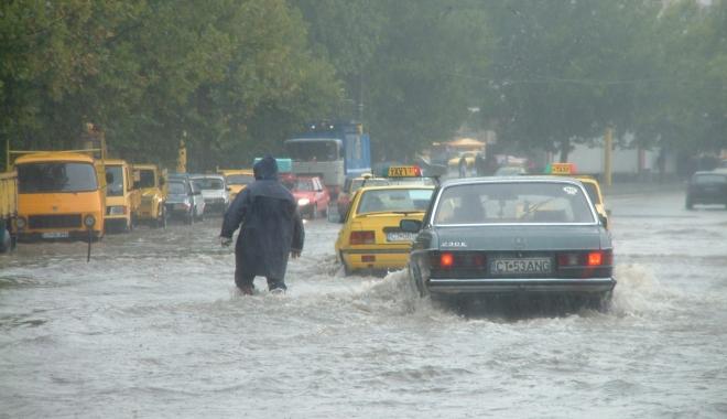 GALERIE FOTO / RUPERE DE NORI la Constanța! CANALIZĂRILE NU MAI FAC FAȚĂ - inundatiegf51-1494248298.jpg
