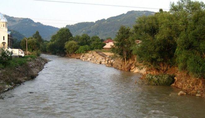 Foto: Cod portocaliu de inundații pe râuri din șase județe