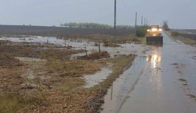 GALERIE FOTO / Inundaţii şi copaci căzuţi pe mai multe drumuri, în Constanţa - inundatii3-1603704319.jpg