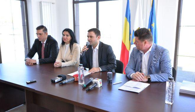 Foto: Investiții în orașul Techirghiol. Ce contract important a semnat primarul Iulian Soceanu