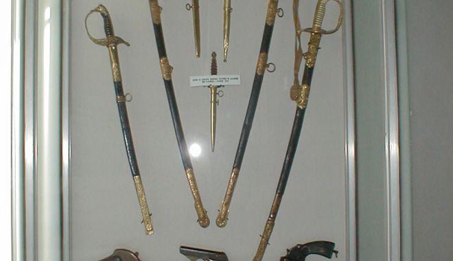 Foto: Invitație la prezentarea colecției de arme de la Muzeul Marinei