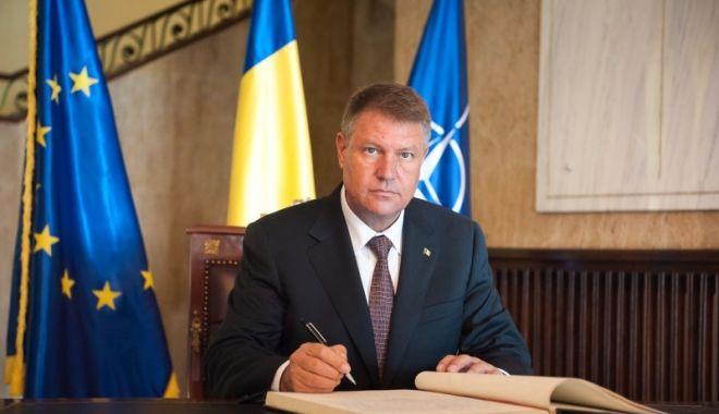 Klaus Iohannis a promulgat legea prin care persoanele defavorizate beneficiază de tichete de masă - iohannispromulgalege-1619630551.jpg