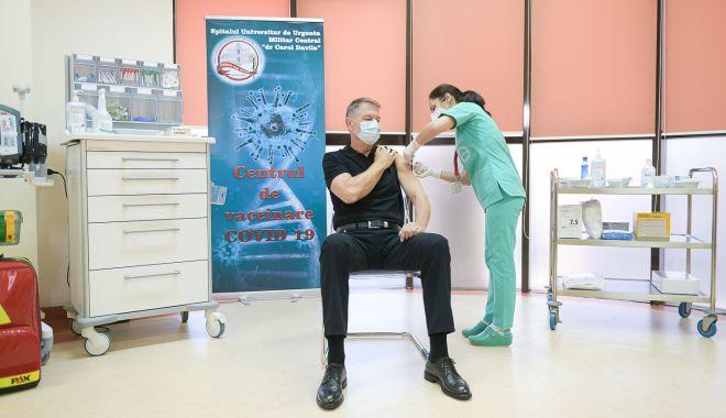 """Klaus Iohannis: """"Vaccinul este sigur. Recomand tuturor vaccinarea"""" - iohannisvaccinare3-1610737820.jpg"""