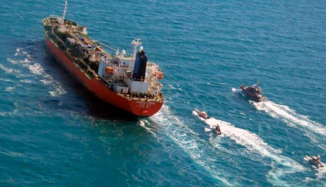 """Iranul a eliberat nava sud-coreeană """"Hankuk Chemi"""" și pe comandantul ei - iranulaeliberatnavasudcoreeanaha-1618239143.jpg"""