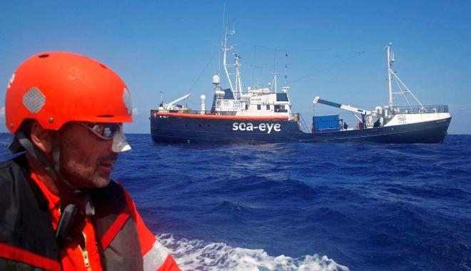 Italia își închide porturile pentru navele cu migranți - italia-1586370186.jpg