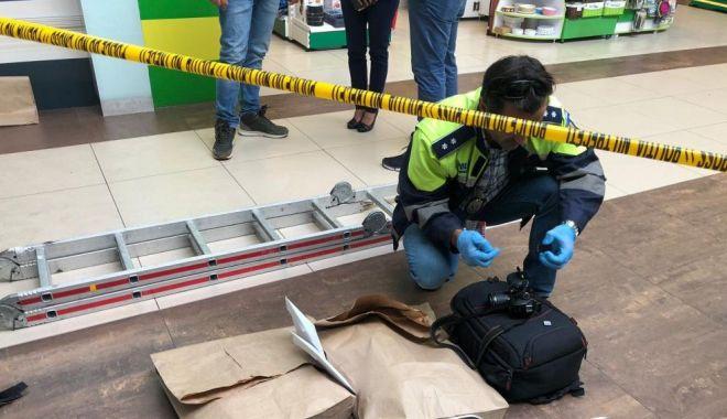 Foto: JAF LA SCHIMB VALUTAR! Polițiștii folosesc un câine de urmă
