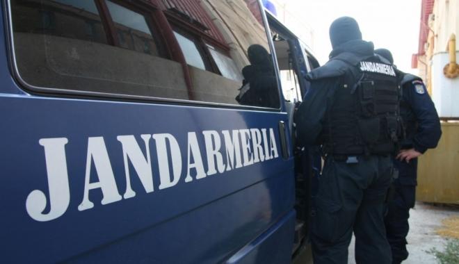 Foto: Patru indivizi, prinși după ce au furat curent la Cenavodă