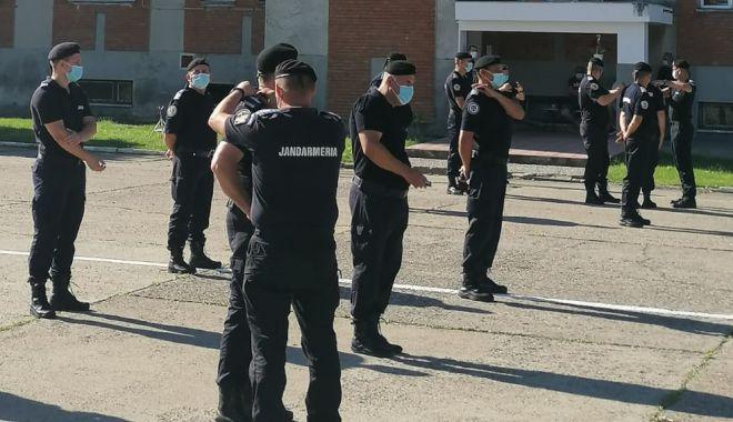 Foto: Jandarmi constănțeni avansați în grad, în aplauzele colegilor