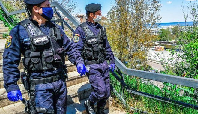 Foto: Elevi de la școlile militare, în practică la Jandarmeria Constanța