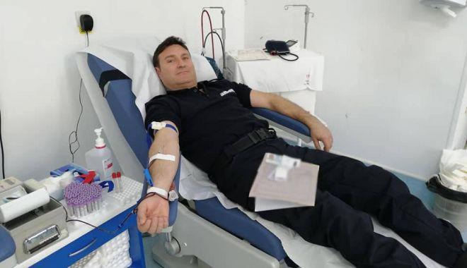 Misiune de salvare de vieți: jandarmii constănțeni donează sânge! - jandarmiidoneaza2-1600263730.jpg
