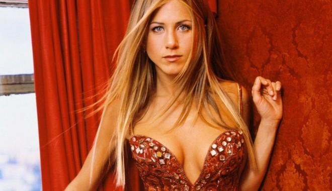 Jennifer Aniston va primi stea pe Hollywood Walk of Fame - jenniferaniston91-1329495470.jpg