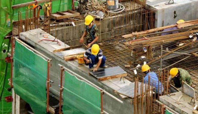 Muncitorii necalificaţi şi şoferii, la mare căutare - joburi-1618420235.jpg