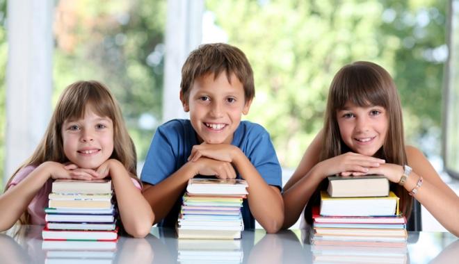 Foto: Gata cu experimentele în învățământ! Va fi introdusă Legea manualului școlar