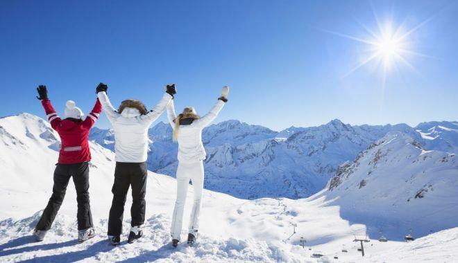 Litoralul, salvat de turiştii români. Vacanţele de iarnă, la munte, în pericol - jos-1602783221.jpg