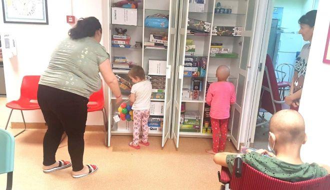 Copiii bolnavi de cancer au primit jucării în saloanele de spital - jucarii-1621272356.jpg