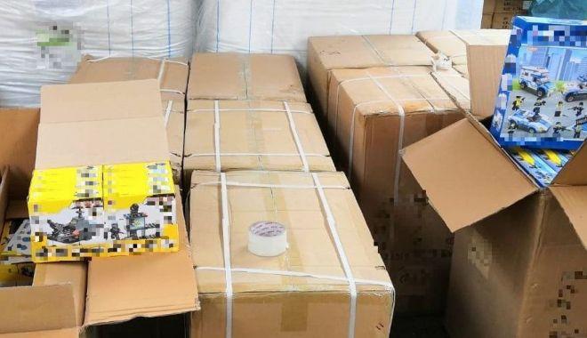 Foto: Container cu jucării aduse din China, confiscat în port