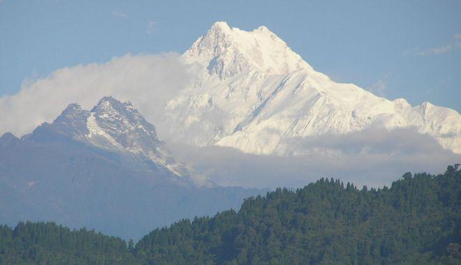 Doi alpiniști au murit în Nepal, în timpul unei expediții pe cel de-al treilea cel mai înalt munte din lume - kangchenjunga-1557992931.jpg