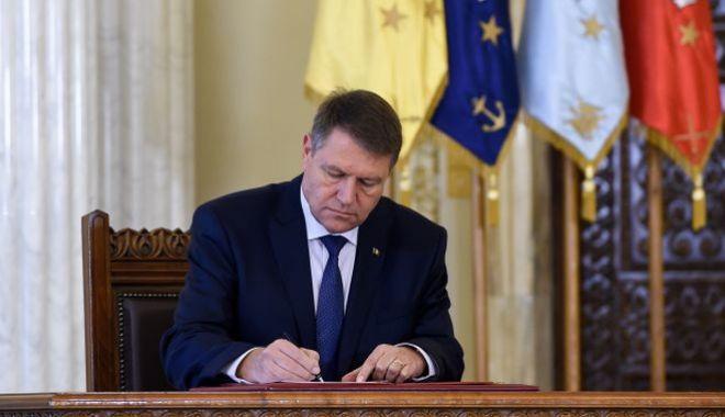 Iohannis a promulgat legea referendumului - klausiohannissemnatura-1530884161.jpg
