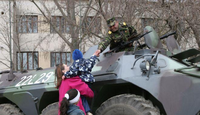Foto: Imagini de colecție! Militari români, misiune specială în Kosovo, 2005