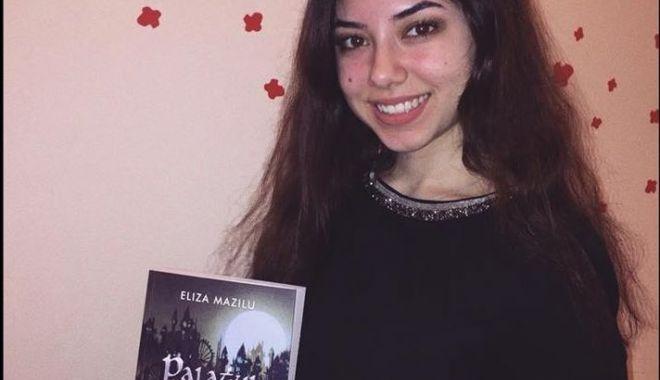 """Foto: Lansare de carte, la Liceul Internațional: """"Palatul de spini"""""""