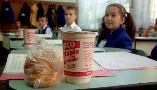 Foto: Fructe și lapte pentru elevi, de peste 17,2 milioane de euro