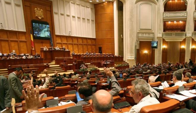 Foto: Legea pensiilor parlamentarilor, amânată  o săptămână