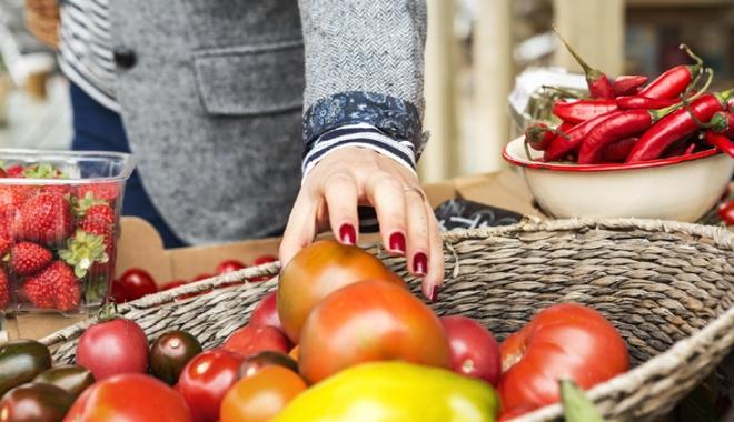 Foto: Legumele și fructele autohtone și de import,  ținute sub control fitosanitar