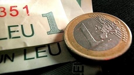 Foto: Euro a câștigat 0,01% în lupta cu leul