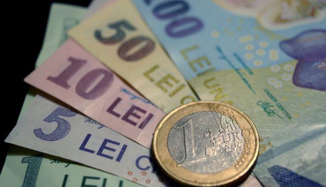 Euro a câștigat 0,01% în lupta cu leul - leueuro-1610985882.jpg