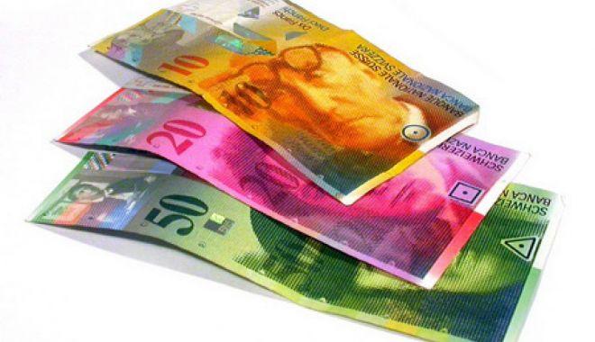 Foto: Francul e mai slab cu 1,38 bani în confruntarea cu leul
